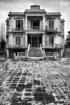 front view of the Salem Mansion