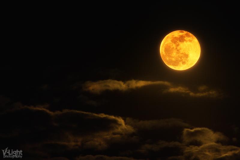 15.04.2014 | Full moon rising in Kriopigi, Greece