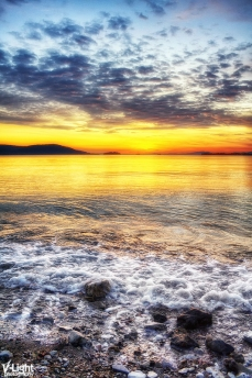 the waves that calm me by V-Light